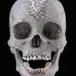 Crânio de diamantes – O alto preço do mau gosto
