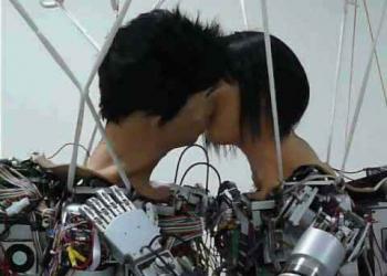 O beijo dos robôs – Neguinho inventa robô até pra beijar