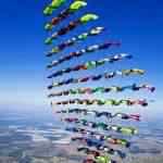 Diamante aéreo feito com 100 paraquedistas