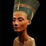 Mulher faz 51 operações para ficar igual a rainha Nefertiti