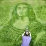 Patroa manda jardineiro fazer Mona Lisa no jardim