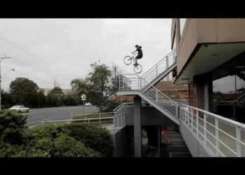 O doido da bicicleta ataca novamente