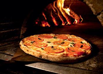 Pizza! Pizza! Pizza! Conheça o cara que está comendo SÓ pizza há 25 anos!