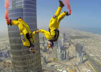 Base Jump do prédio mais alto do mundo em Dubai