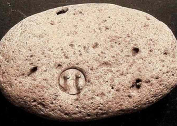 Uma pedra com um conector elétrico: Uma história muito estranha