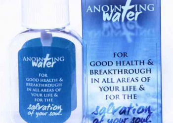 Religioso afirma que sua água benta (patenteada) vai curar o Ebola