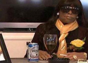 Morta é velada sentada, com direito a cervejinha e cigarro e mais 2 casos de brinde
