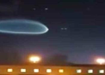 Festival de coisas estranhas entrando na atmosfera da Terra