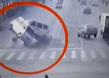 Carros levitaram? Veja o bizarro acidente na China