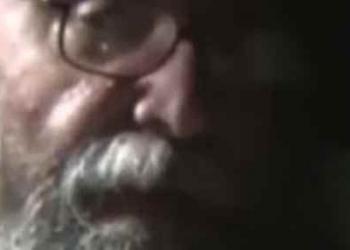 O video do Stanley Kubrick assumindo que forjou a descida na lua