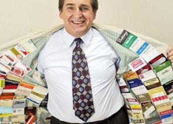 Você tem cartão de crédito? Conheça o cara que tem 1497 cartões de crédito ativos!