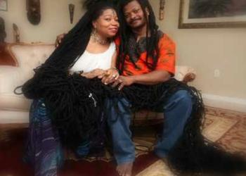 Rapunzel Rastafari casou com seu cabelereiro