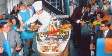 Veja como era a comida do avião antigamente
