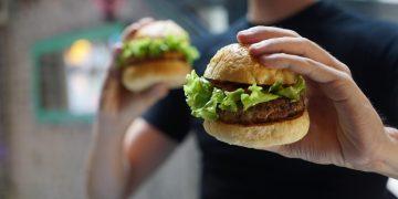 O incrível – e raríssimo – caso do menino que precisa controlar calorias para não explodir de tanto comer