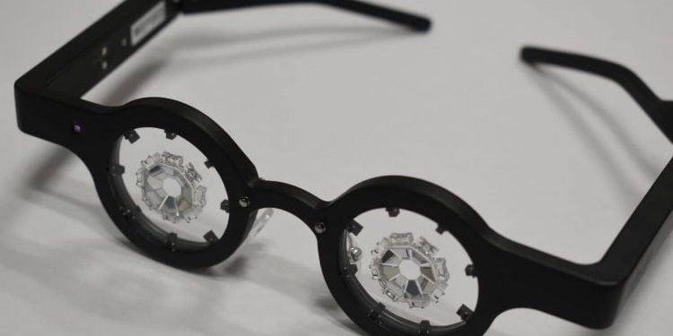 Cientistas japoneses criam óculos para curar de vez a miopia