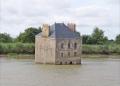 Uma mansão no meio do rio na França