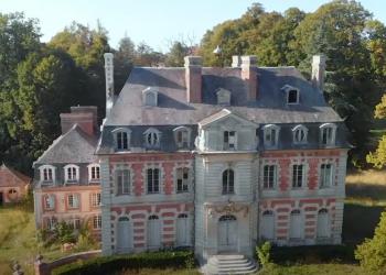 Por dentro de um palácio do século 17 abandonado na França