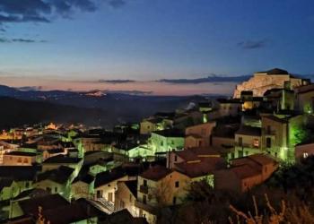 Laurenzana; A cidade italiana que vende casas por um euro
