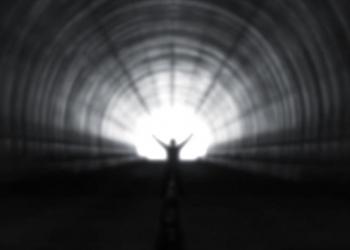 Do outro lado da vida: os mistérios da Experiência de Quase Morte (EQM)