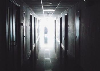 Homem ressuscita no necrotério após três dias morto na geladeira