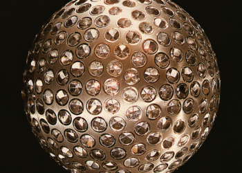 A estranha bola de espelhos que gira ao redor da Terra