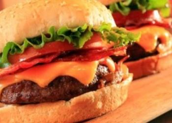 Polícia do Paquistão leva toda a equipe de um restaurante presos… Porque negaram dar hambúrguer de graça pros PM